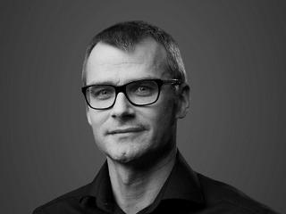 Dr. Peter Hackel